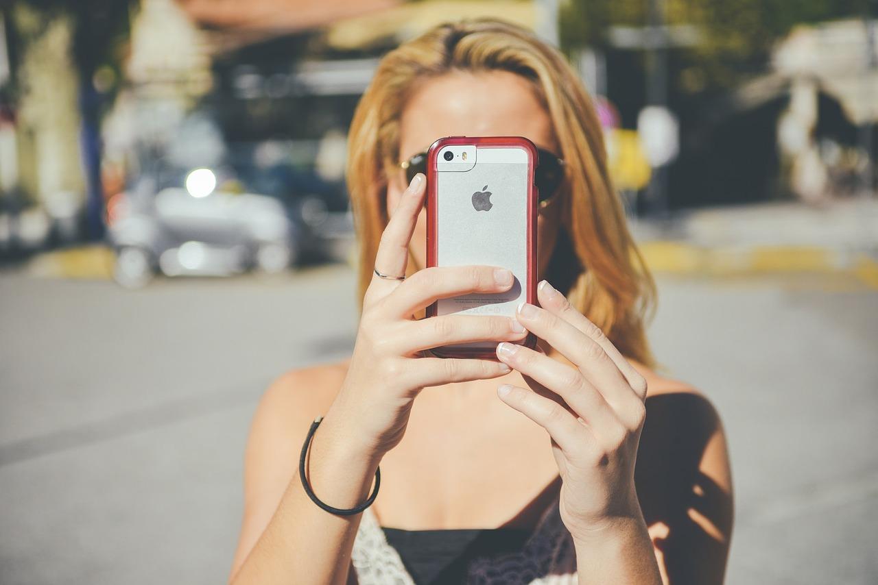 Cellulare: quali sono gli aspetti che danno dipendenza?