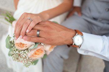 Auguri Anniversario Matrimonio Un Anno : Auguri di anniversario di matrimonio ecco le frasi più belle